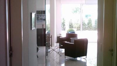 Rahmenlose-Glas-Pendeltuer.400x225-crop.JPG
