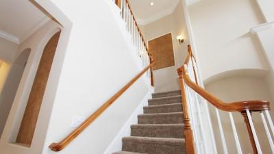 staircase-2364029_1920.400x225-crop.jpg